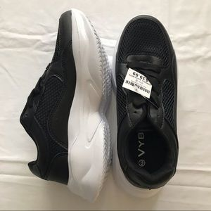 Vybe Women's Sneakers NWT Size 9 RRP$39.99